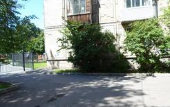 Благоустройство двора восстановили после жалобы
