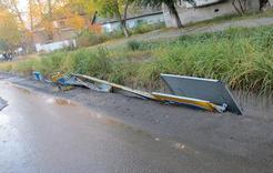 В Коркино вандалы сломали дорожные знаки