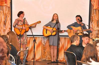 Приглашает фестиваль самодеятельной песни