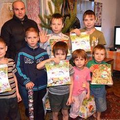Единороссы провели новогоднюю акцию
