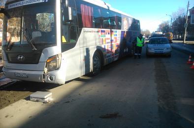 В Коркино автобус сбил девушку