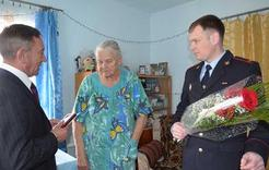 Труженице тыла и ветерану МВД вручили медаль
