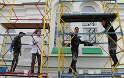 В Коркино студенты ремонтируют храм