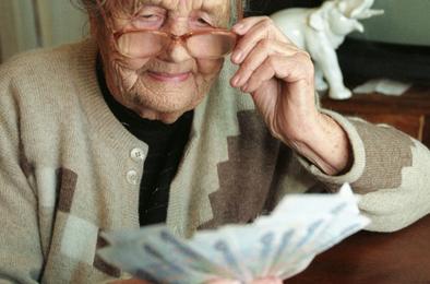 Пенсионерам области выплатят 700 рублей