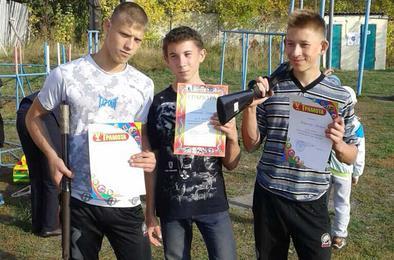 Полицейские Коркино дали пострелять мальчишкам
