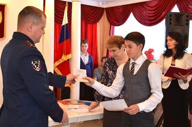 Семь коркинцев торжественно получили паспорта