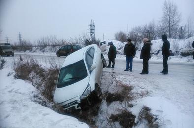 В Коркино автоледи съехала в кювет