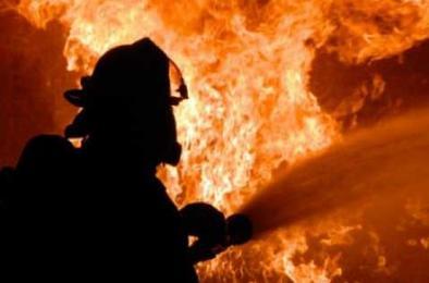 В Коркино тушили пожар в частном доме