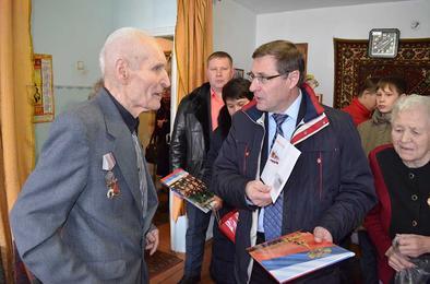 Жителя Коркино поздравили с 90-летием