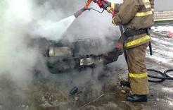 В Коркино на стоянке у магазина загорелась машина