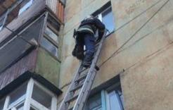 Спасатели Коркино помогли пенсионерке и предотвратили пожар