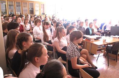 Коркинские школьники встретились с московским поэтом