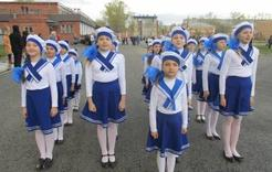 Коркинские школьники песней славили Победу