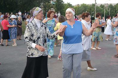 Коркинцев приглашают на воскресный вечер