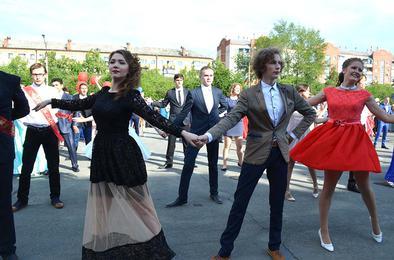 Полторы сотни выпускников Коркино простились со школой