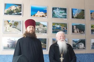 В Коркино открылась выставка фотографий святых мест
