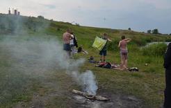 Жители Коркинского района пренебрегают безопасностью, купаясь в карьерах
