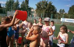 С ребятишками Коркино проводят весёлые игры на воздухе