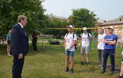 По инициативе Анатолия Литовченко во дворы пришли трудовые отряды