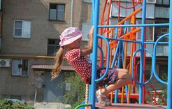 По инициативе депутата в Коркино установили новый детский городок