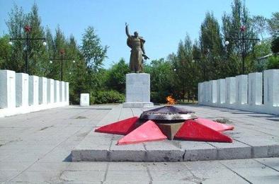 Подростки потушили Вечный огонь на Комсомольской площади