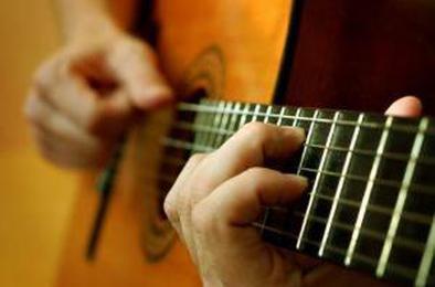 Коркинцев приглашают на разговор с гитарой