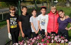 Ученики коркинской школы наводили порядок на территории