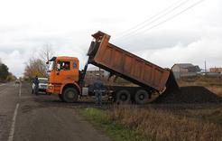 Угольщики Коркино помогли отсыпать дорогу в частном секторе