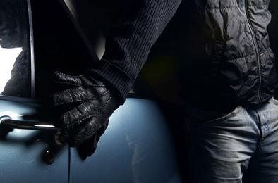 Полиция Коркино задержала мужчину, пытавшегося угнать машины