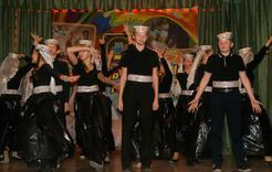 В коркинской школе танцуют все