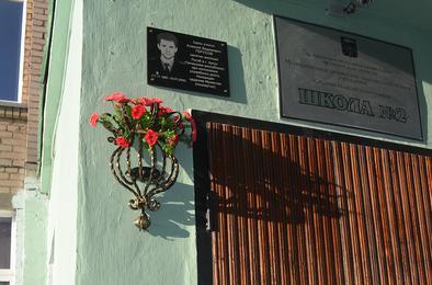 На коркинской школе открыли мемориальную доску