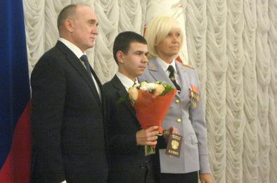 Губернатор вручил коркинскому школьнику паспорт