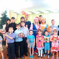 Молодежь ЗВУ поздравила с наступающим Новым годом ребятишек