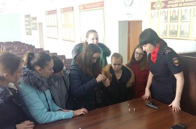 Полиция Коркино открыла двери для старшеклассников