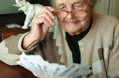 Сегодня у пенсионеров увеличились пенсии