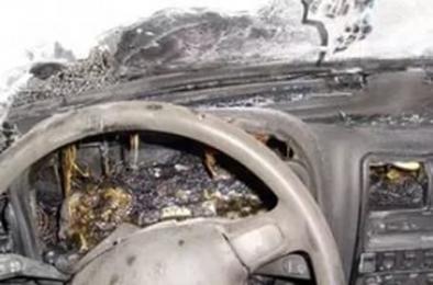 В Коркино ночью загорелся автомобиль