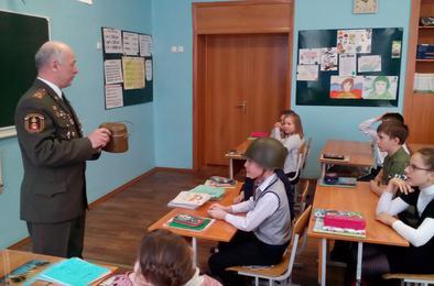Ученики коркинской школы узнали о профессии военного