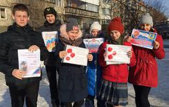 Школьники Коркино поздравили с праздником жителей микрорайона