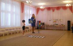 Коркинские дошкольники учили дорожные правила в игре