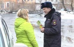 Полицейские поздравили коллег и жительниц Коркино