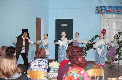 Розинских женщин поздравили с праздником