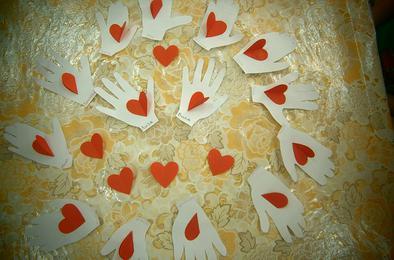 Коркинские детсадовцы дарили «Ладошки с любовью»