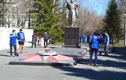 Отряд депутата Госдумы навёл порядок на коркинской Аллее Памяти