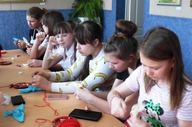 Школьники Коркино мастерили птицу счастья
