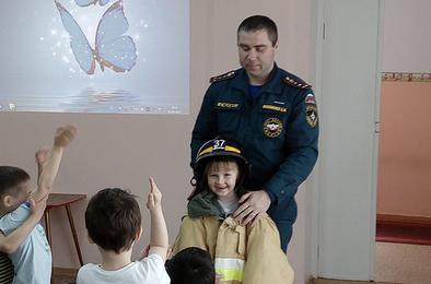 Детсадовцы Коркино побывали в роли пожарных