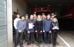 Коркинские школьники поделились призом с шефами-пожарными