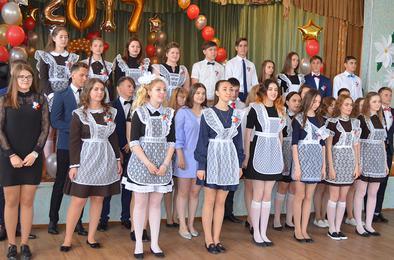 Сегодня в школах Коркинского района прозвенели последние звонки