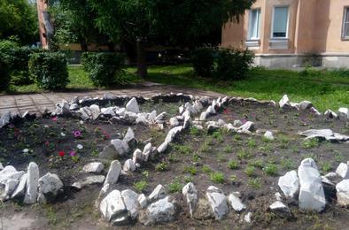 В Коркино не досчитались цветов на клумбах
