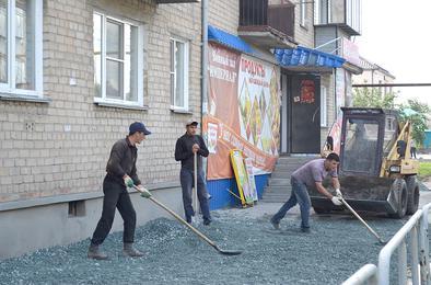 В Коркино ремонтируют тротуары и грейдируют дороги