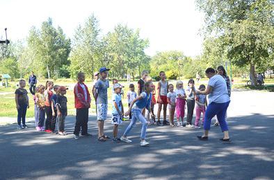 В Коркинском районе вручили подарки первоклассникам
